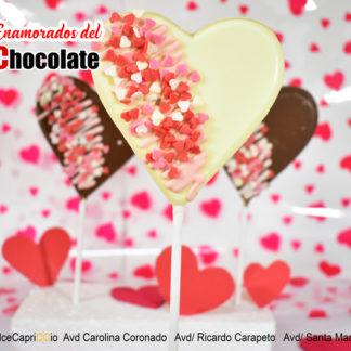 Piruleta con forma de corazon chocolate blanco