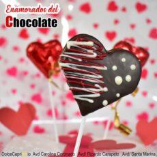 Piruleta de chocolate con forma de corazon