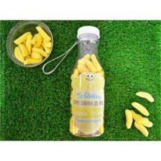 botella personalizada rellena de chuches_Mesa de trabajo plátanos