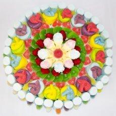 Tarta elaborada con gominolas